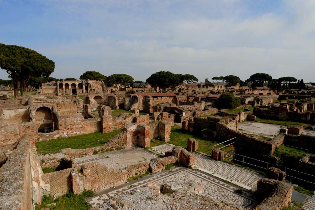 Rundblick vom Hügel hinter Bacco e Arianna Ostia Antica